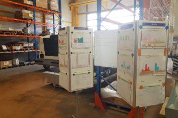 Totems installés dans un entrepôt de l'entreprise Guinault
